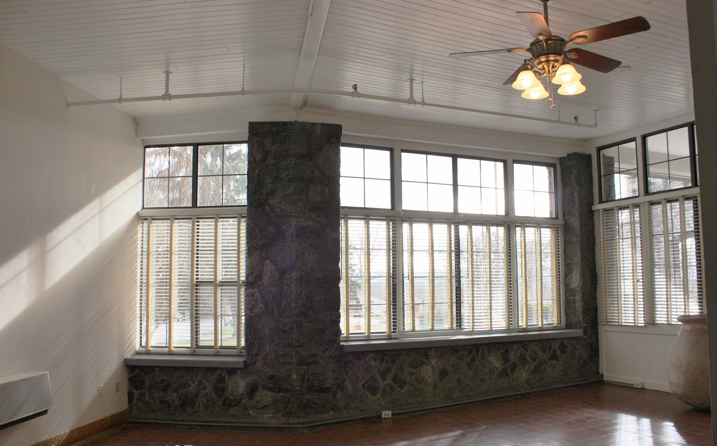 Living room at Kenilworth Inn