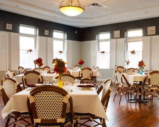 Employees make sure your dining experience at assisted living of Governor's Port is the best.