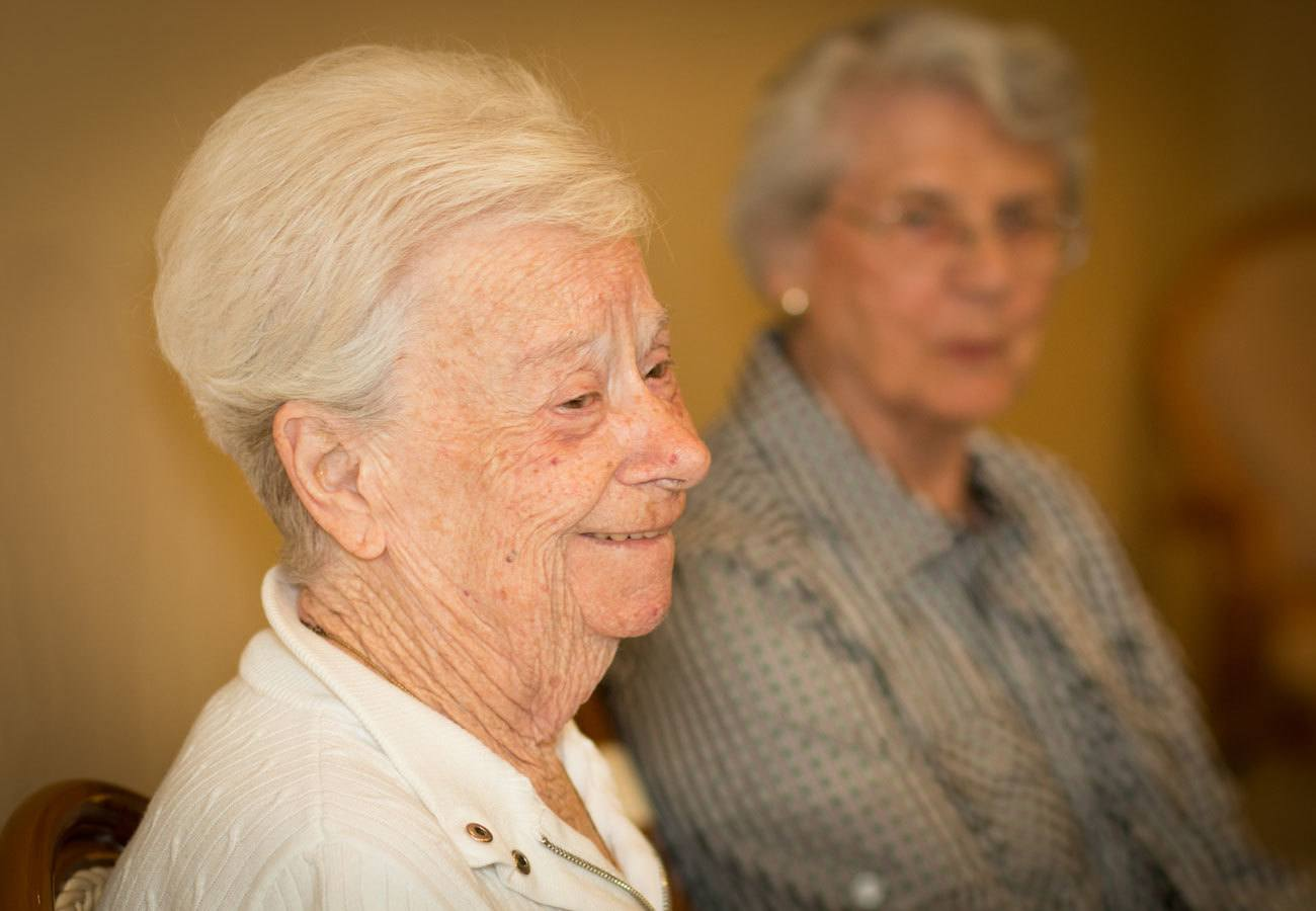 senior woman at assisted living community in Mentor, OH