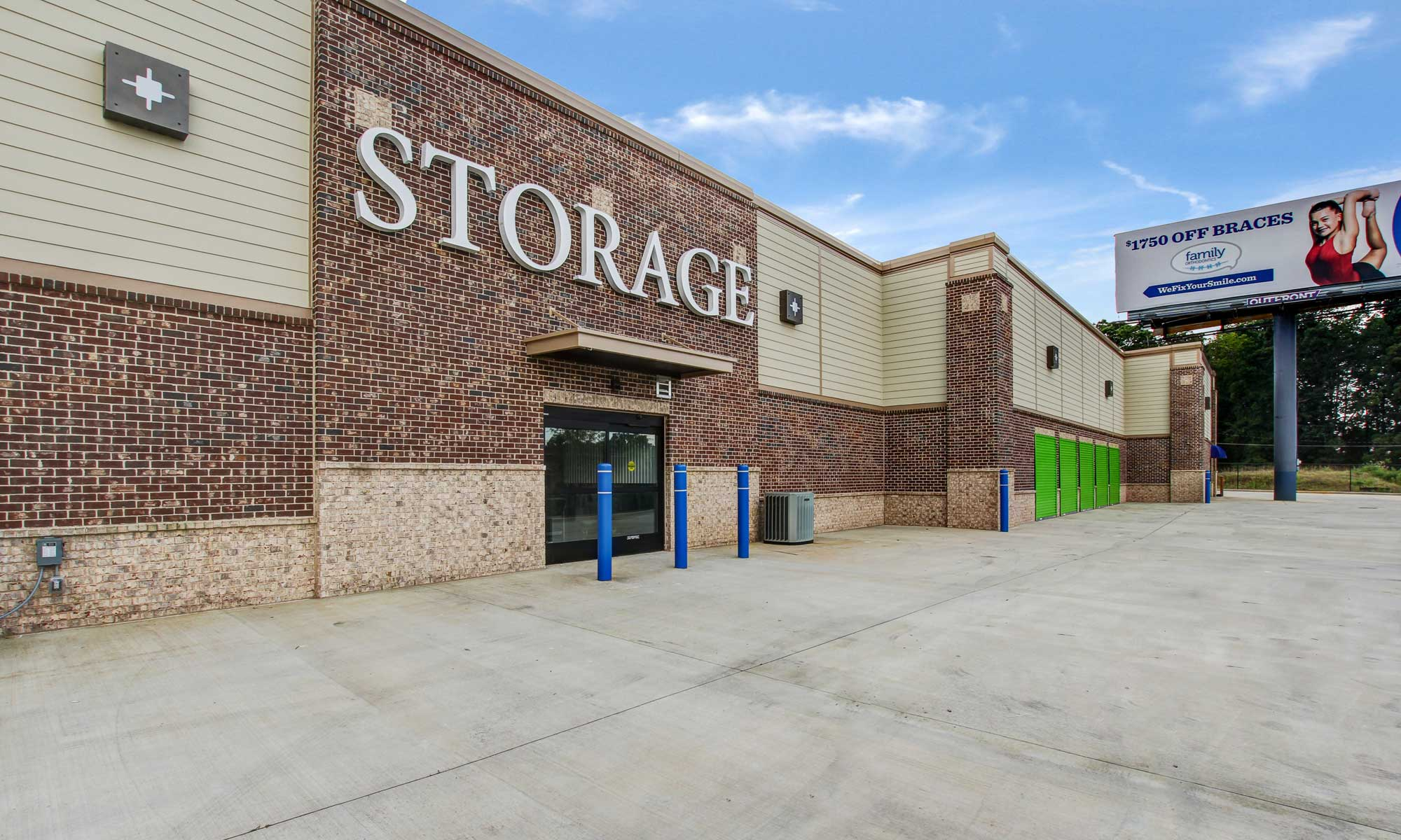 Front of building at Space Shop Self Storage in Acworth
