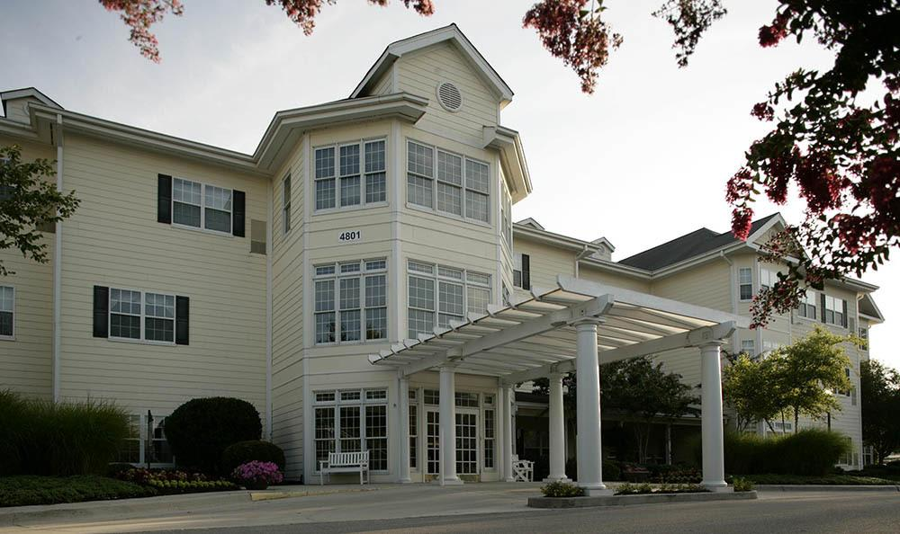 Exterior of senior living facility in Huntsville