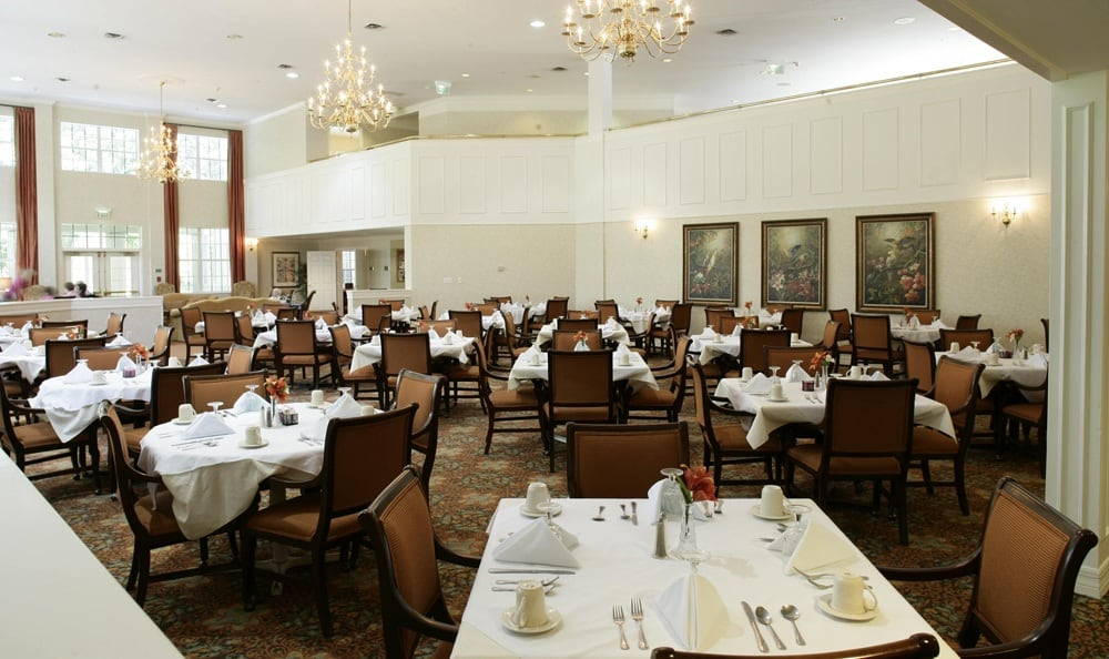 Enjoy a fancy Palm Harbor senior living facility dinner with your friends