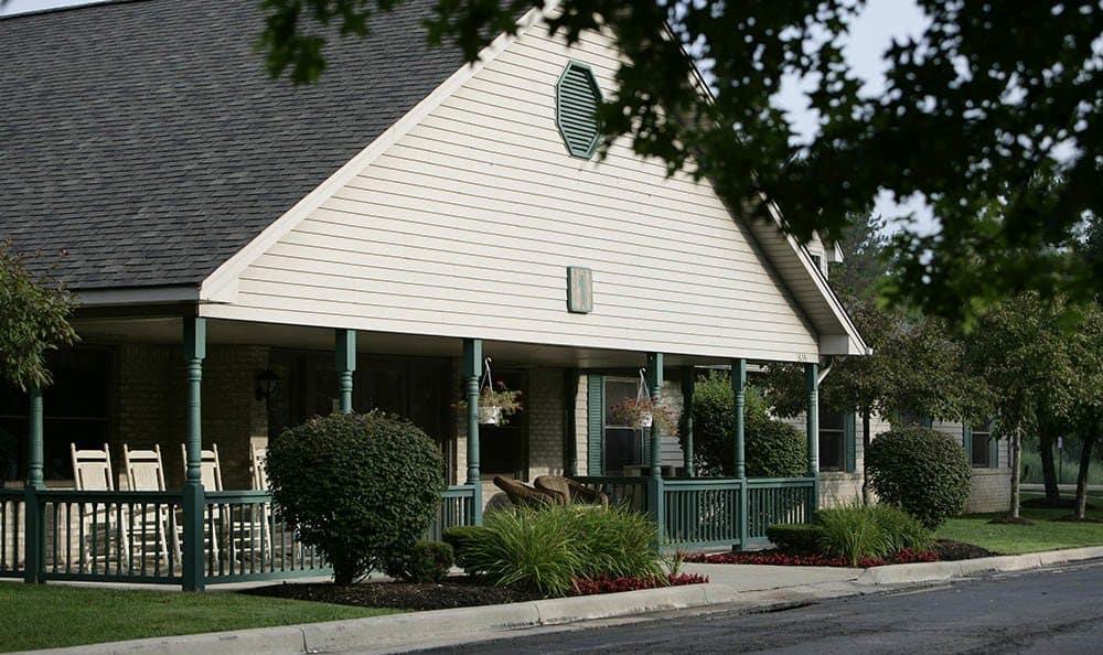 Exterior of senior living facility in Auburn Hills