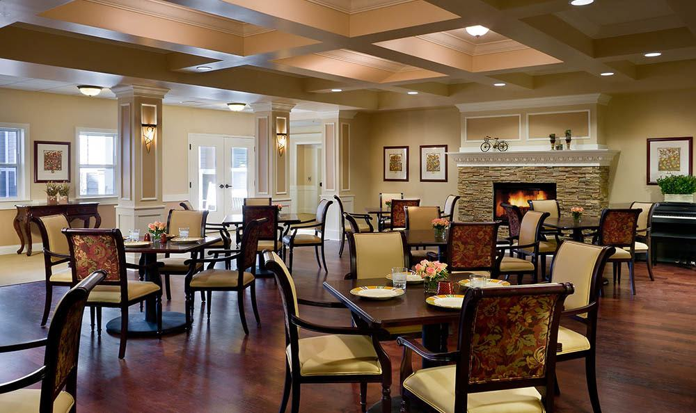 Plainfield senior living dining room sets the mood for a wonderful dinner