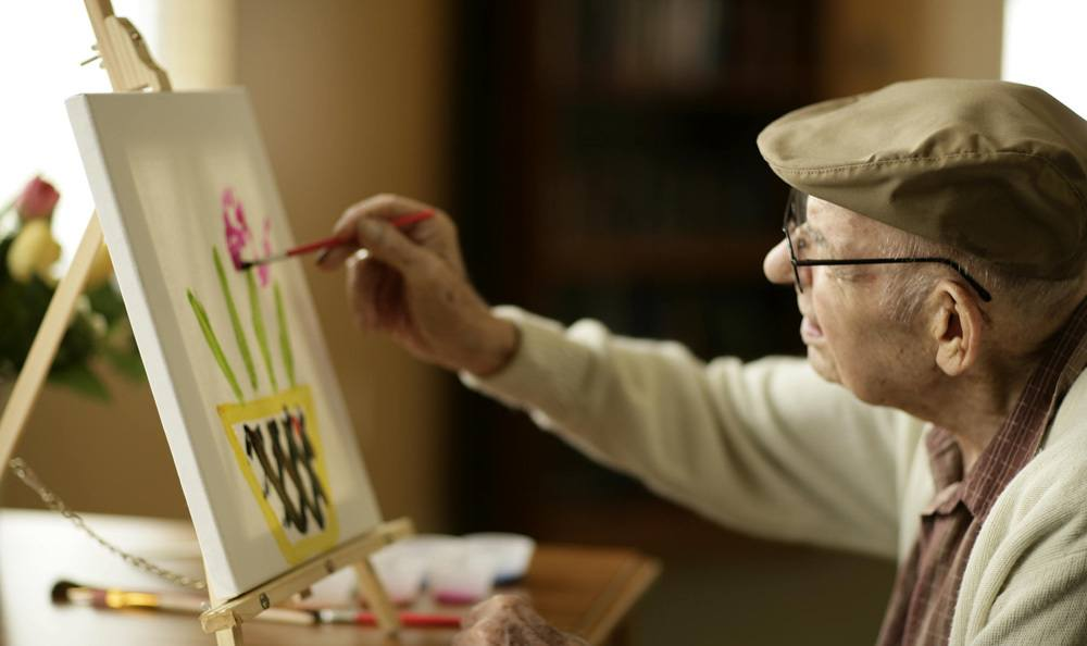 Keep up with your favorite hobbies or discover new ones at our Tamarac senior living facility