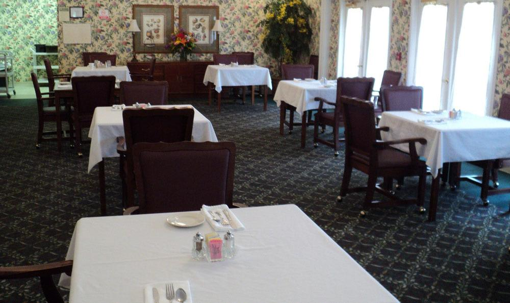 Enjoy a fancy Jasper senior living facility dinner with your friends