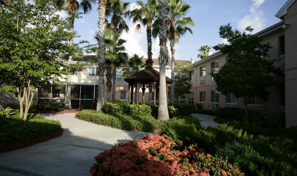 Beautiful landscaping at our Venice senior living facility