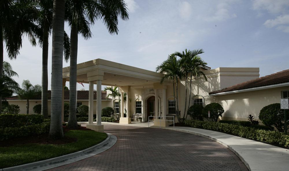 Beautiful landscaping surrounds our Coral Springs senior living facility