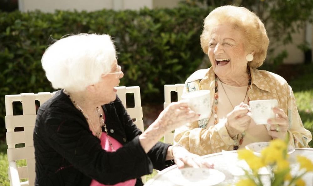 Share drinks and moments with your new and old friends at our senior living facility in Coral Springs