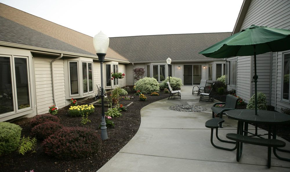 Hangout outside and enjoy the fresh air at our senior living facility in Sterling Heights