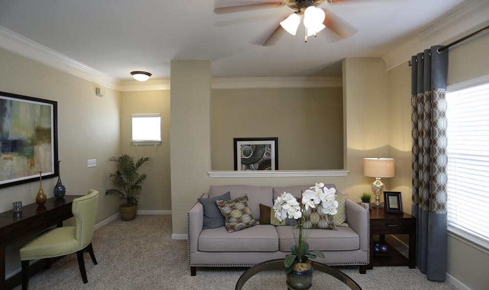 Living room at Lexington Farms Apartment Homes in Overland Park