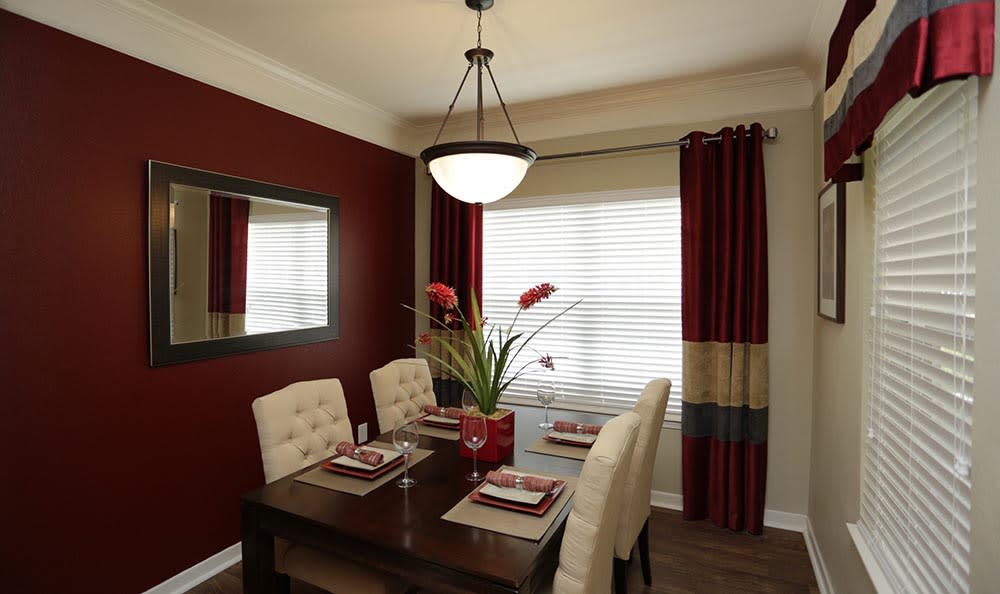 Dining room at Lexington Farms Apartment Homes in Overland Park