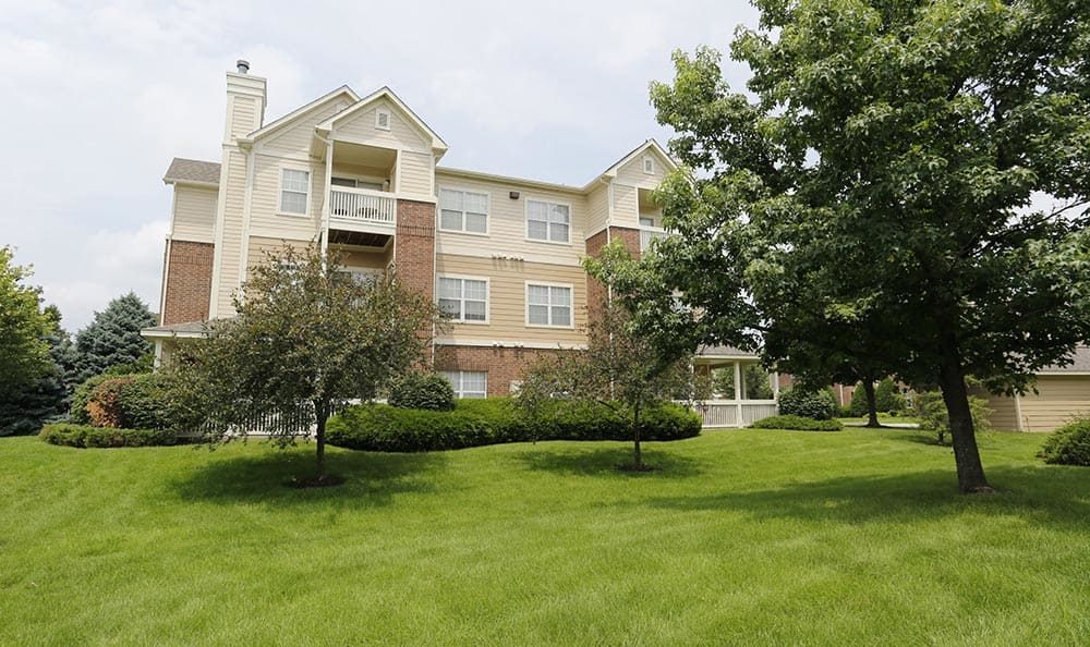 The grounds at Lexington Farms Apartment Homes in Overland Park