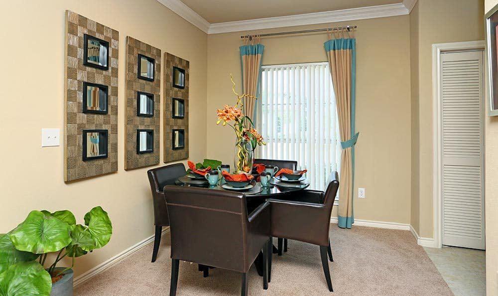 Dining room at Sorrento at Tuscan Lakes apartments