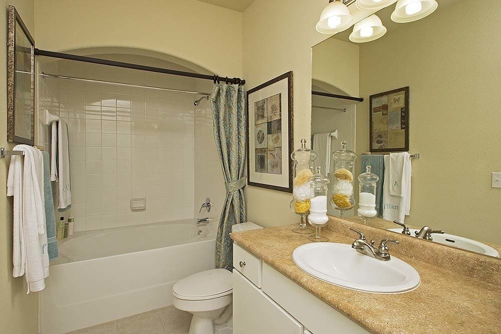 Modern bathrooms at Amalfi at Tuscan Lakes