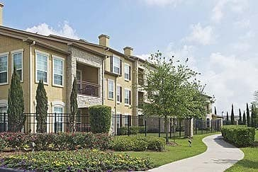 Beautiful apartment homes at Amalfi at Tuscan Lakes}
