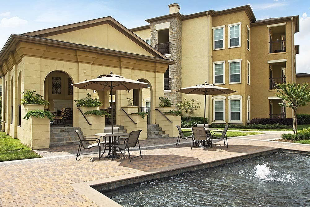 Patio and fountain at Amalfi at Tuscan Lakes