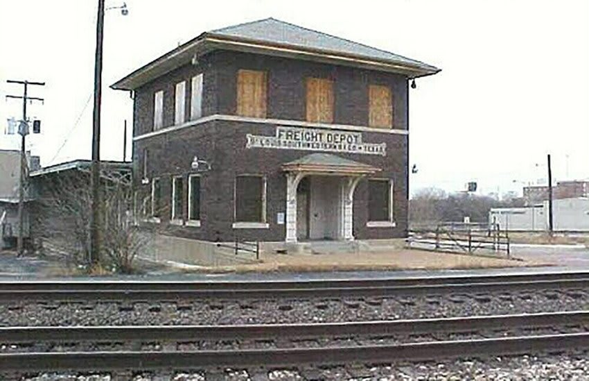 Another exterior view of Florida Club at Deerwood before redevelopment in 2005, including the railroad tracks