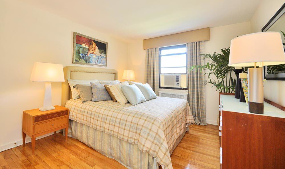 Large bedrooms at apartments for rent at Richfield Village Apartments in Clifton.