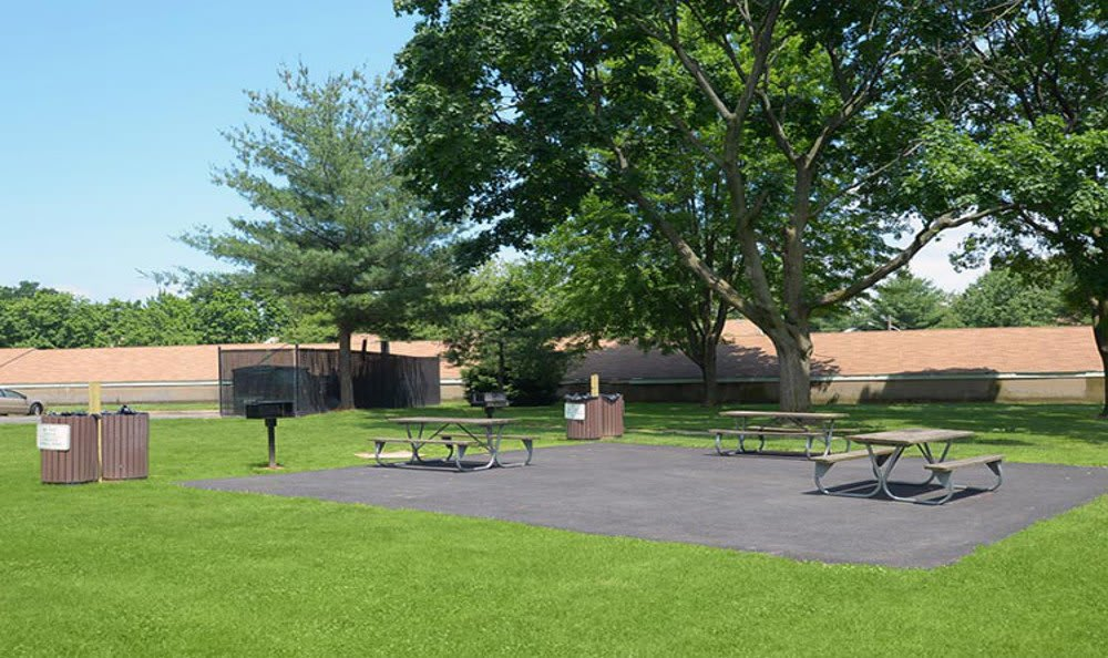 Picnic and barbecue area at Brookchester Apartments in New Milford.