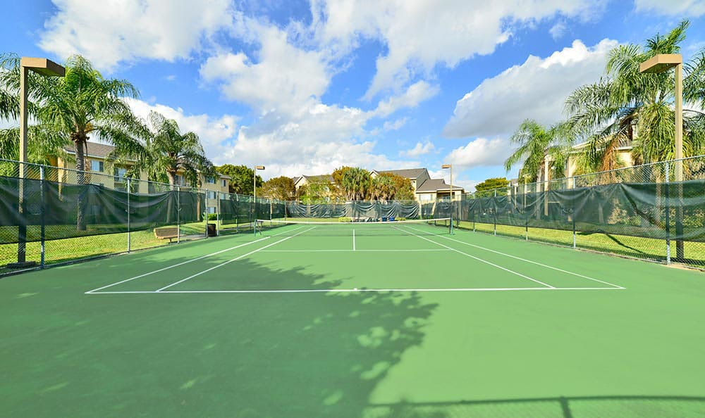 Close up of tennis courts at Palmetto Place Apartments