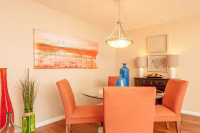 Dining area at Palmetto Place Apartments in Kendall Miami