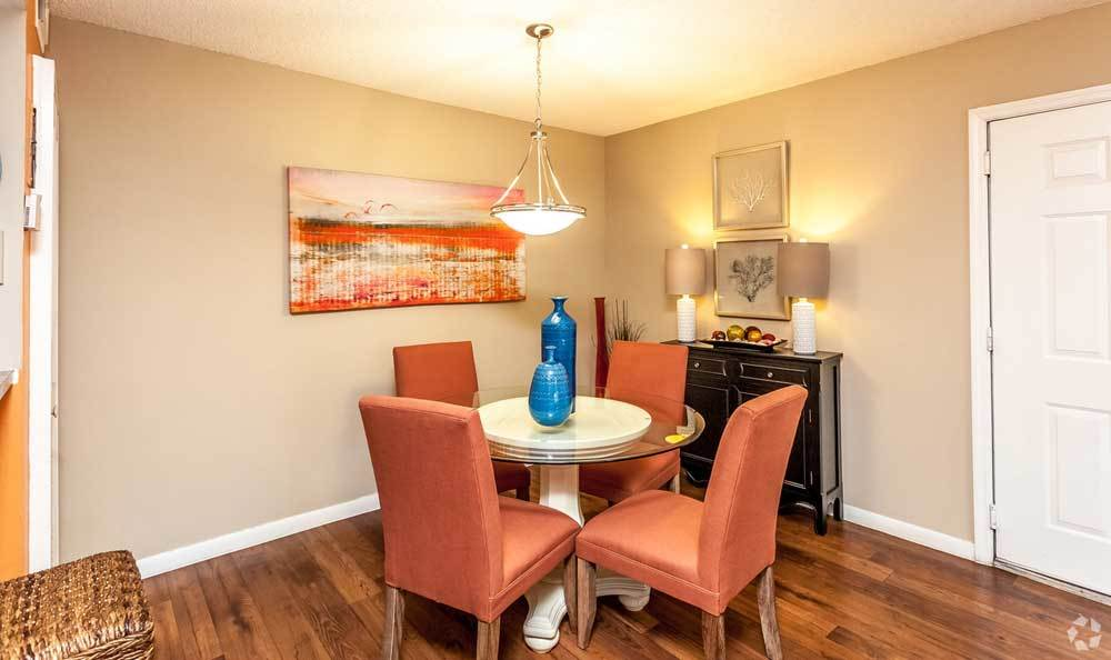 Apartment dining area at Palmetto Place Apartments
