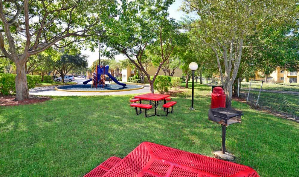 Picnic area at Fairway View Apartments in Hialeah.