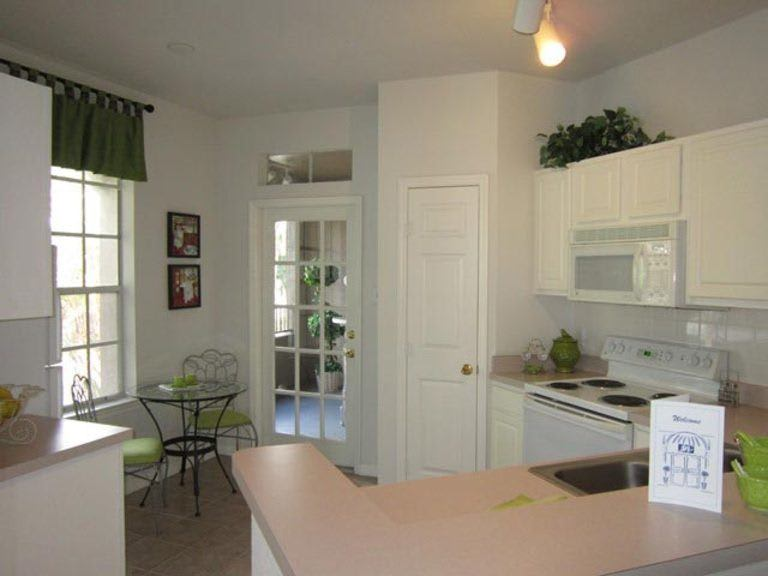 Kitchen at apartments in Tampa