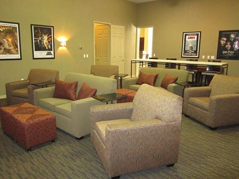 Lounge at apartments in Tampa