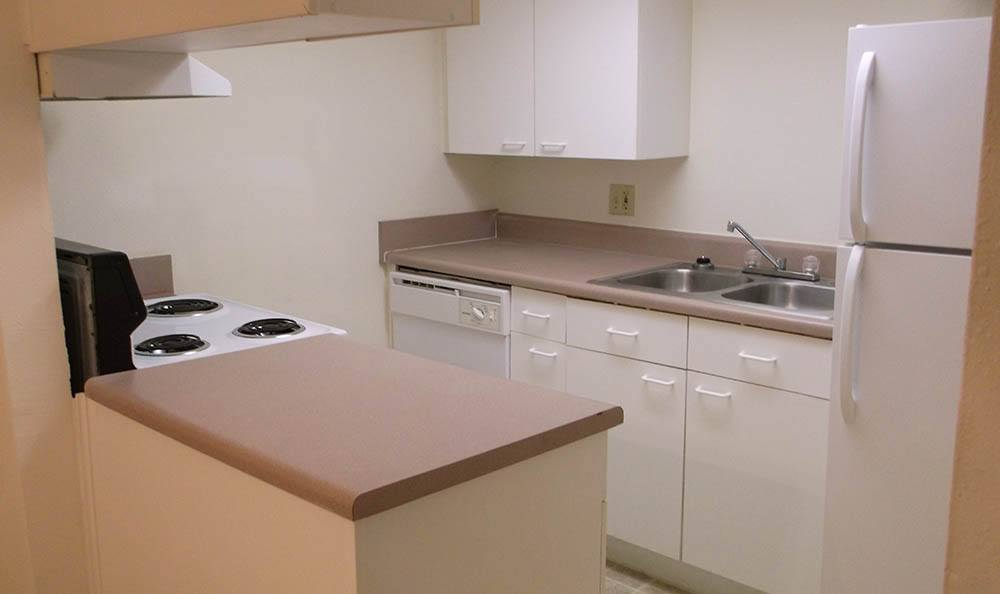 Spacious kitchens at Creekwood Apartment Homes in Jacksonville