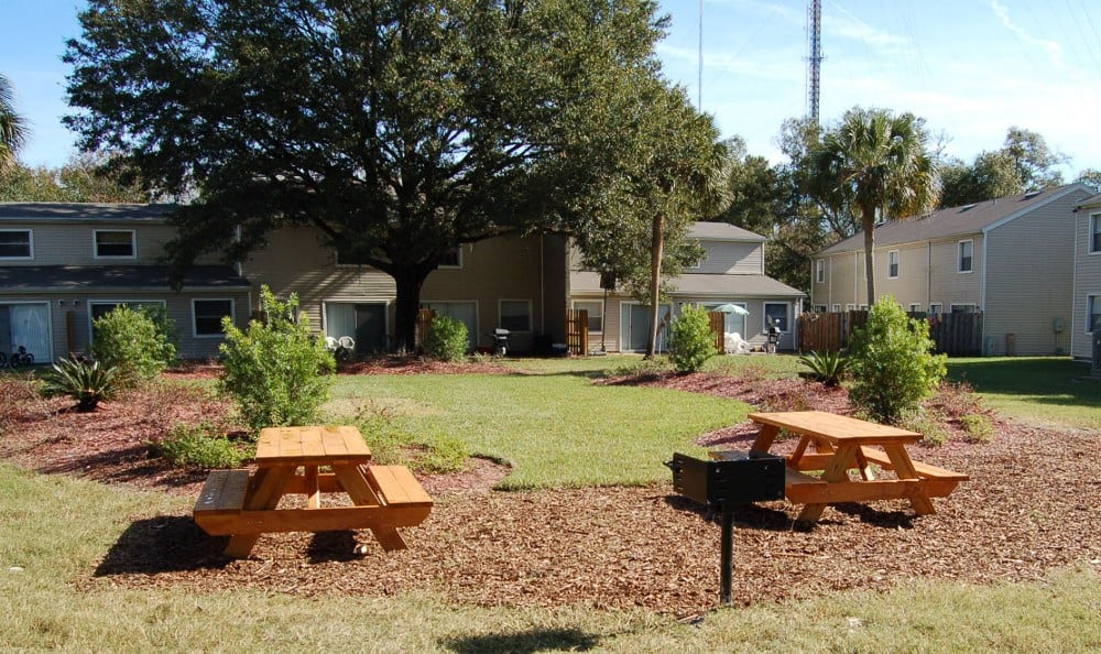 Picnic area at Creekwood Apartment Homes