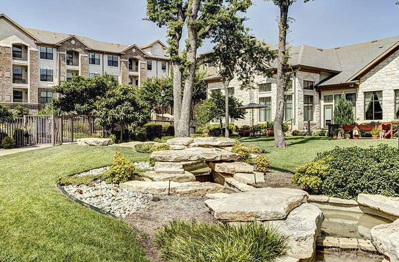 You can't beat our perfectly manicured outdoor green spaces here at Conservatory At Keller Town Center.