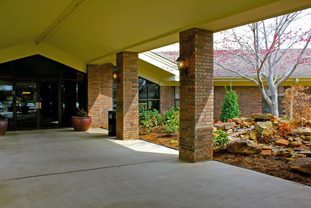 Covered entryway to Adams PARC Post Acute Recovery Center in Bartlesville