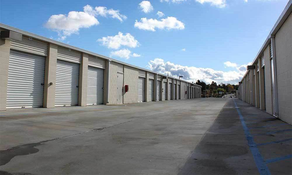 Large Wide Driveways At Self Storage Units In Temecula