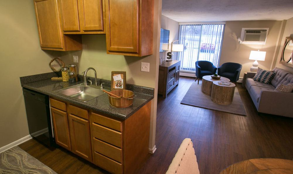 Kitchen and dining room at Solon Club Apartments