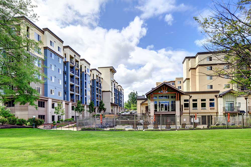 Ample green spaces around Echo Lake Apartments
