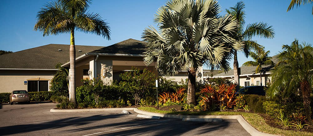 Exterior view of senior living in Fort Pierce.
