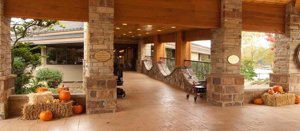 Gorgeous entryway to Hot Springs senior living.