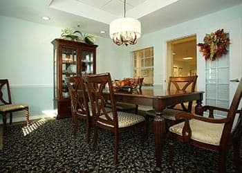 Dining at senior living in St. Petersburg, FL