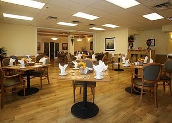 Community dining  at senior living in St. Petersburg, FL