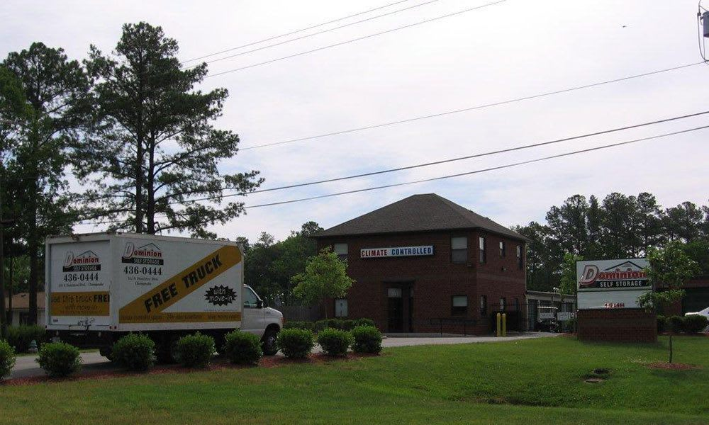 Dominion self storage in Chesapeake, VA exterior
