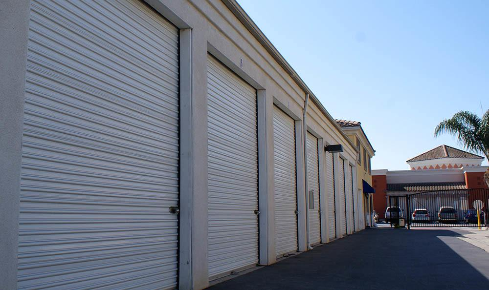 self storage in oxnard california with wide aisles