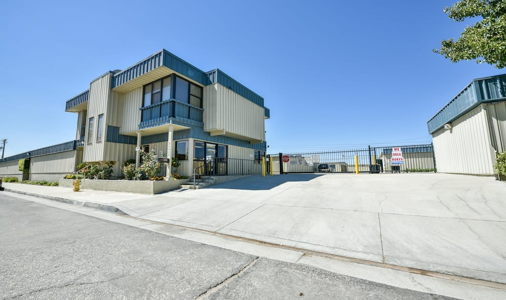 Golden State Storage on Oak Avenue in Santa Clarita