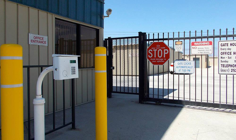 secure self storage in santa clarita california