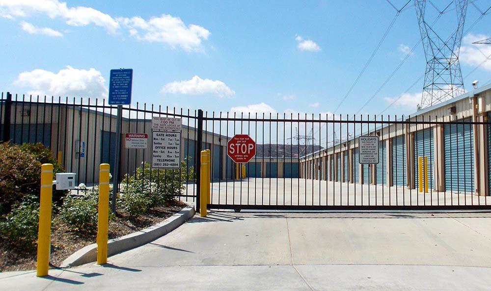 Attirant Self Storage In Santa Clarita California Gate