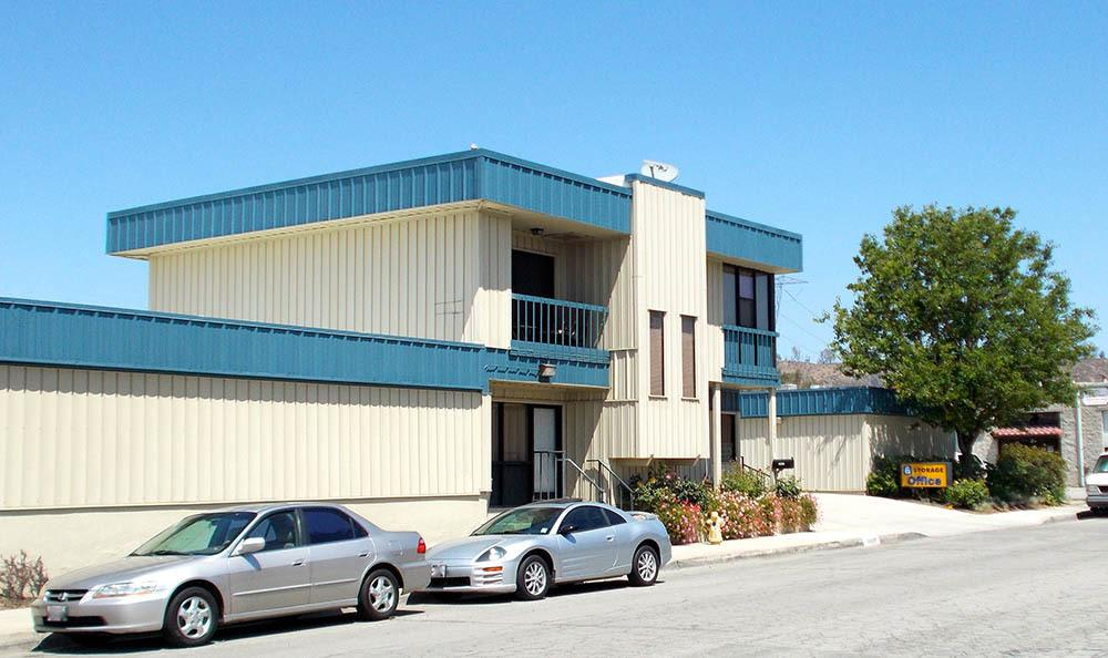 self storage in santa clarita california parking