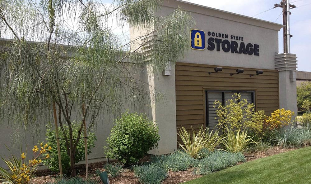 self storage in santa fe springs california front of building
