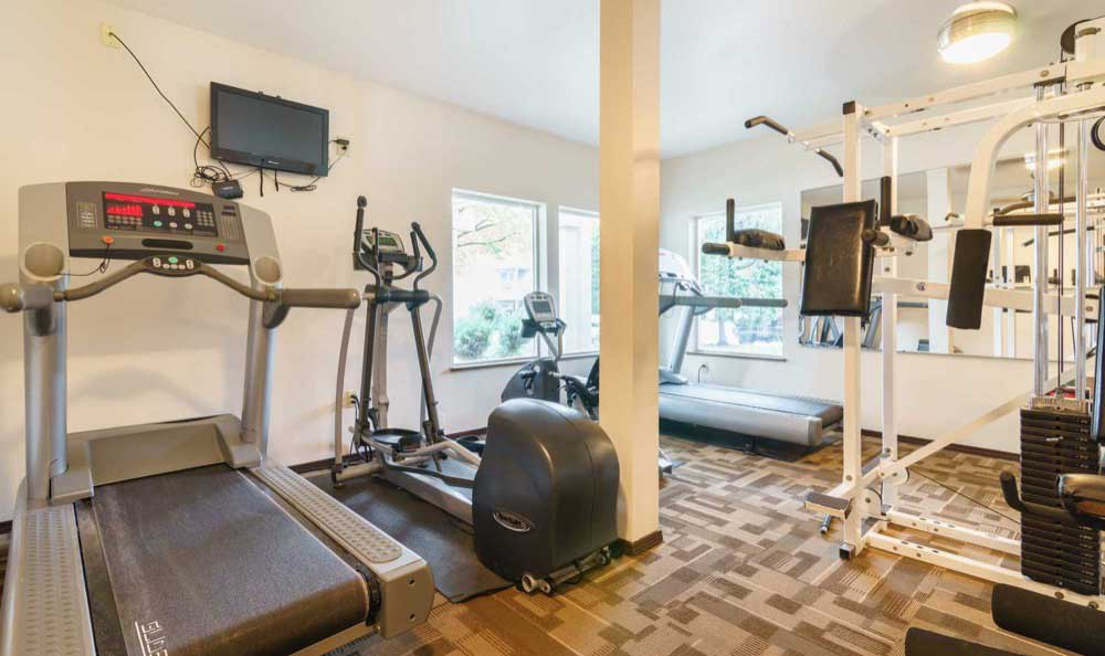Fitness center at Arbor Crossing Apartments
