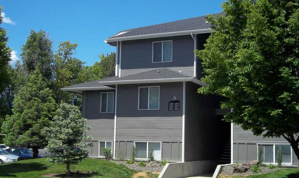 Building Exterior at Arbor Crossing Apartments in Boise, ID